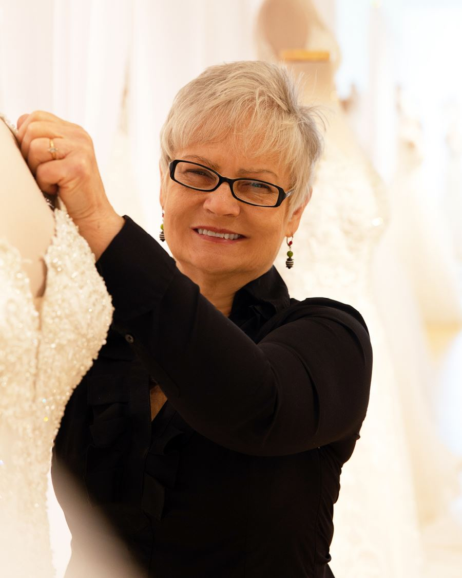 Donna fantastic finds bridal consultant